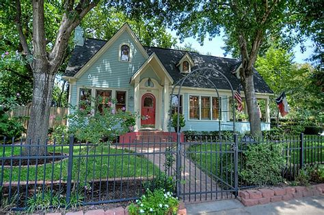 Pictures Of Cottage Homes by 10 Cottage Homes With Curb Appeal