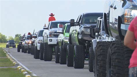 truck rally thousands attend truck rally for terminally ill