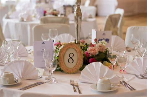 Deko Hochzeit by Tischdeko Hochzeit Rot Runder Tisch Execid