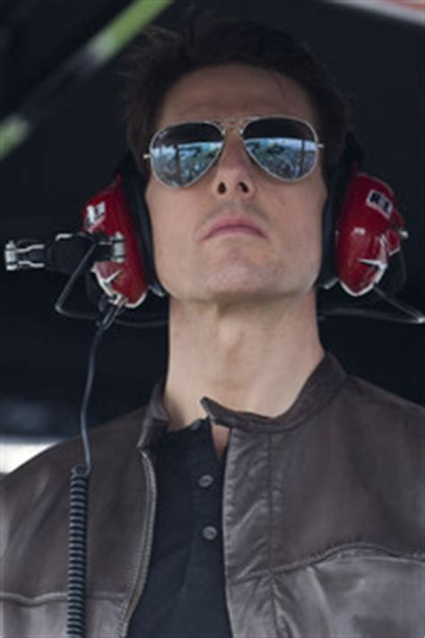Tom Cruise To Play A Race Car Driver In New by Tom Cruise Turns Laps In Bull Team F1 Car