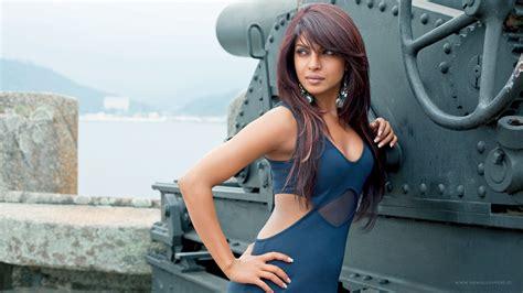 priyanka chopra ki full family gorgeous hd priyanka chopra wallpapers download new photos