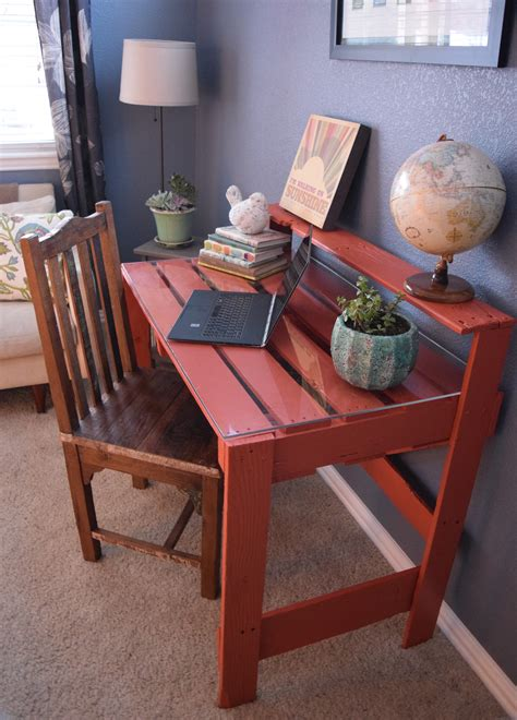 diy pallet desk twiddling  thumbs