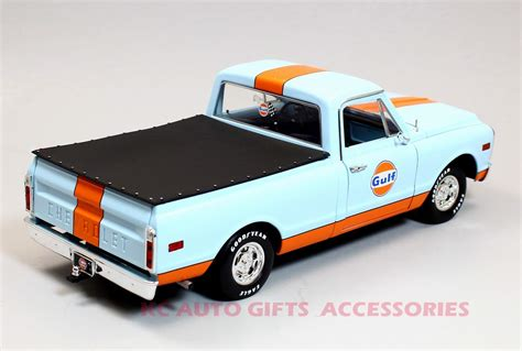 gulf racing truck acme a1807202 1968 chevrolet gulf racing c 10 truck 1 18