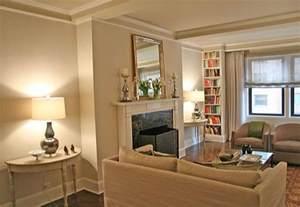 Neutral living room: Benjamin Moore 'Pale Oak'   Photo