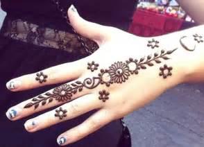 60 gambar motif henna tangan dan kaki pengantin simple cantik baru