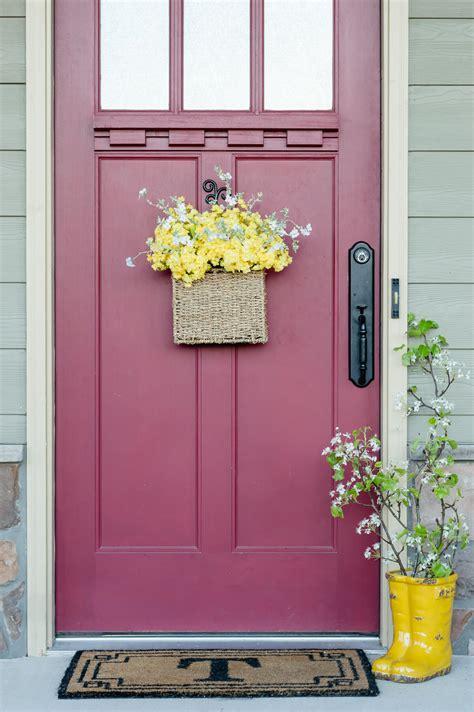 5 Minute Diy Spring Flower Door Basket Video The Home Flowers For Front Door