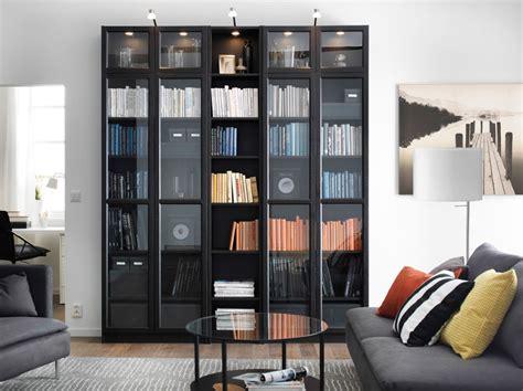 librerie ikea catalogo soggiorno con libreria billy marrone nero e divano