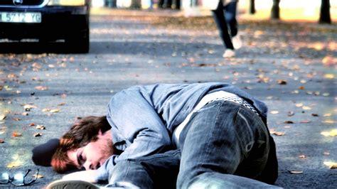 imagenes de niños que se caen hombre se tira de un edificio y cae al vacio imagenes