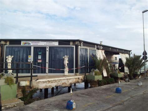 chalet mauro porto recanati mareggiata sulla costa da 48 ore lo chalet mauro si stacca