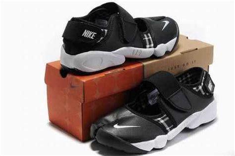 Nike Air Rift By Juragan Sepatu air rift air rift pas cher sepatu nike murah