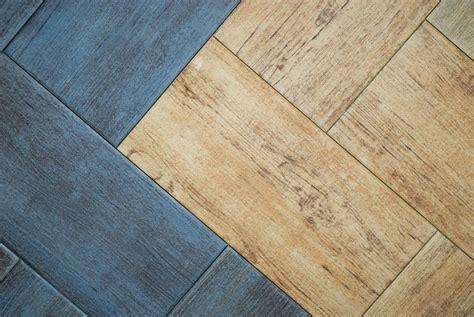 piastrelle sottili da incollare pavimenti sottili da sovrapporre semplice e comfort in