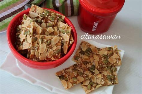 biskut florentine crunchy caramel almond cookies