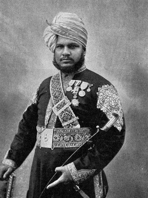Queen Victoria. Royal servant Abdul Karim (590×788