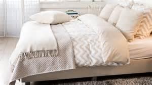 couvre lit bleu et blanc 224 motifs