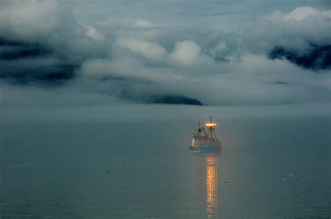 boat lights wiki file ship in fog valdez jpg