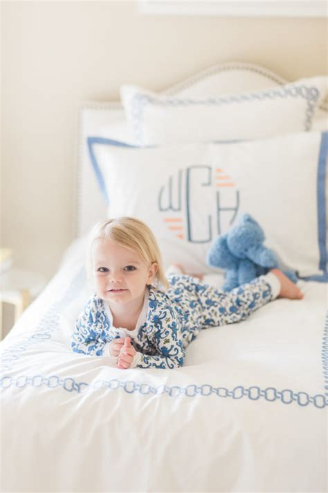 transitioning toddler to bed when to transition your toddler to a bed bishop holland