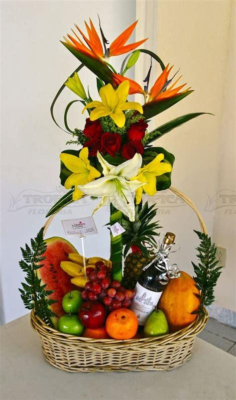 arreglos florales creativos en pinterest arreglos arreglo de frutas con flores tropica floreria arreglos