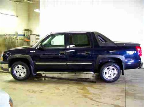 purchase used 2004 chevrolet avalanche 1500 4x4 5 3l gas purchase used 2004 chevrolet avalanche 1500 4x4 5 3l gas dark blue loaded nice only 57k miles
