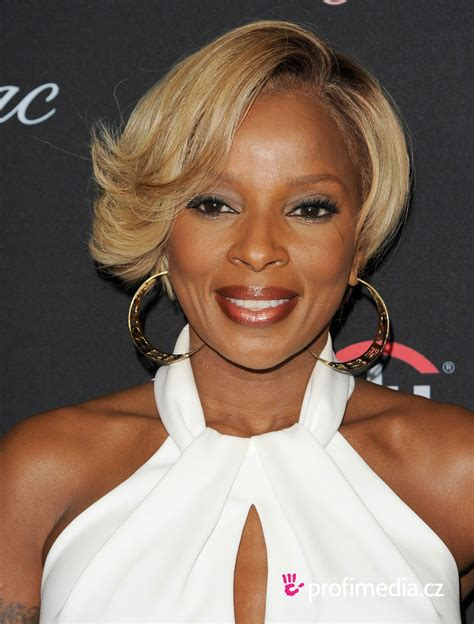 mary j blige flipped hair mary j blige coiffure happyhair