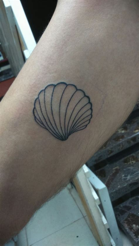 small shell tattoo 25 best ideas about shell tattoos on seashell