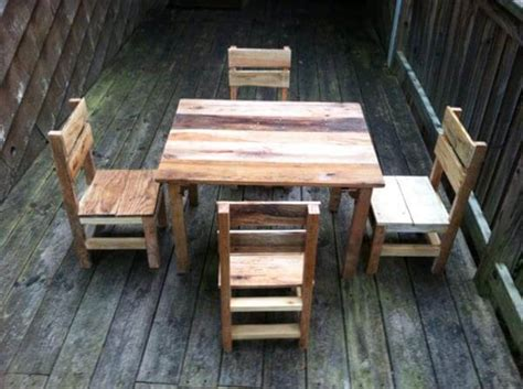 Pallet Table And Chairs diy rustic pallet table and chairs 99 pallets