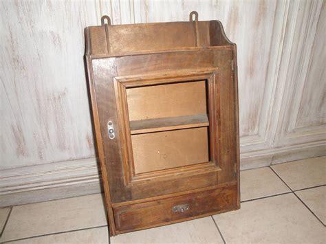 armoire à pharmacie bois patiner ou c 233 ruser des meubles ou objets en bois 171 le