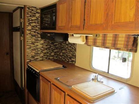 cer trailer kitchen ideas 17 meilleures id 233 es 224 propos de salle de bains cing car