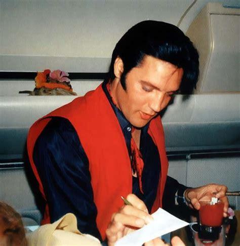 Elvis Presley Plane | elvis on a plane from hawaii to la june 2 1968
