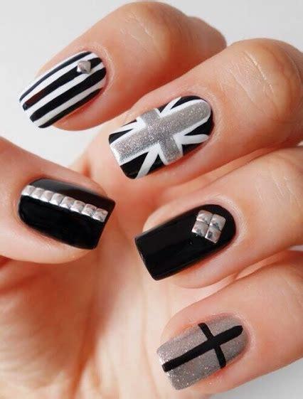 imágenes de uñas negras decoradas u 241 as con puntos blancos y negros decoraci 243 n de u 241 as