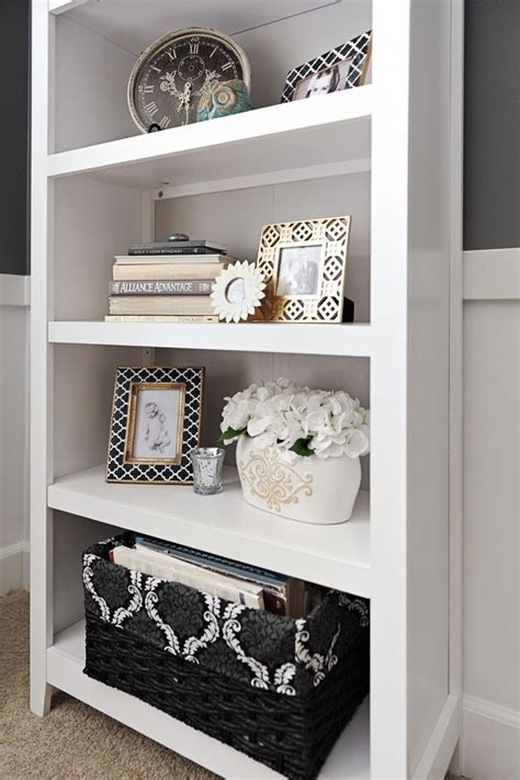 shelf decorating ideas 25 best ideas about decorating a bookcase on pinterest