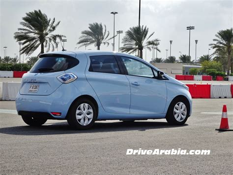 renault dubai drive 2015 renault zoe and twizy electric cars in