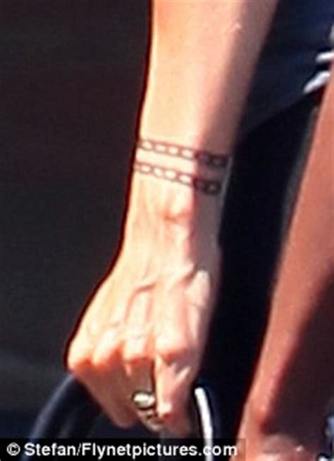 katy perry chain tattoo katie holmes spotted with what looks like a henna chain