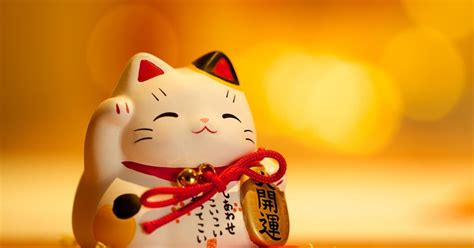 Pajangan Kucing Hoki maneki neko boneka kucing pembawa keberuntungan hoki dan