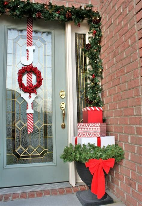 xmas door decorating ideas 38 stunning christmas front door d 233 cor ideas digsdigs