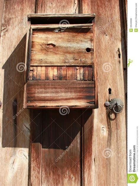 cassette postali antiche cassetta della posta di legno fotografie stock libere da