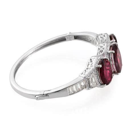 Quartz 12 81 Cts cranberry quartz ovl 12 55 ct white topaz bangle in