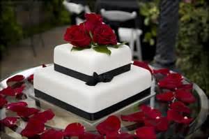 torta nuziale quadrata elegante e chic unadonna