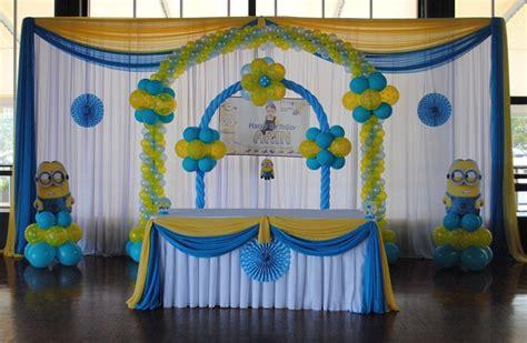decorare tavola compleanno addobbi compleanno tante idee fai da te dolci colorate