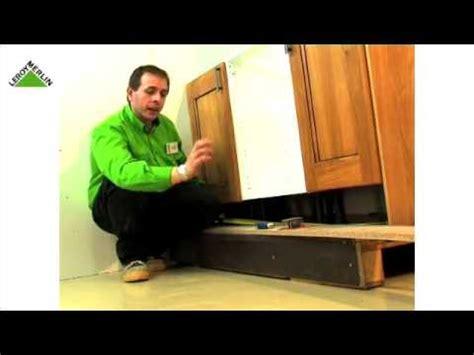 montar una cocina parte  coloca puertas remates  zocalo leroy merlin youtube