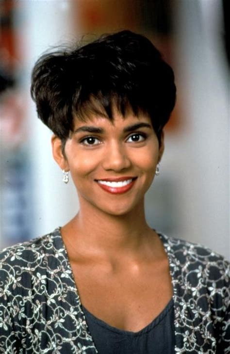 halle berrys hair in boomerang halle berry boomerang retro but cute haircuts i want