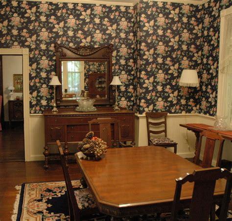 ways  freshen   older  historic home