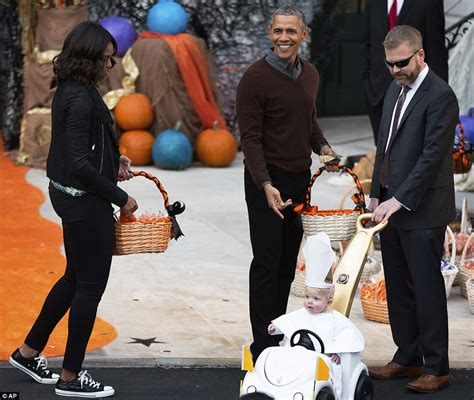 michelle obama halloween toddler dressed as pope francis wins prize at barack obama