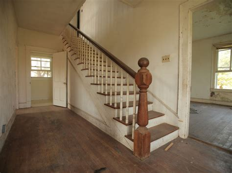 Decorating Ideas For Staircase Landing by Stairs And Landing Decorating Ideas Decorating Ideas