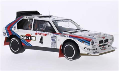 Miniatur Diecast Lancia Delta Martini 124 Burago lancia delta s4 no 4 lancia martini martini tour de corse 1986 s cresto autoart modellauto 1 18