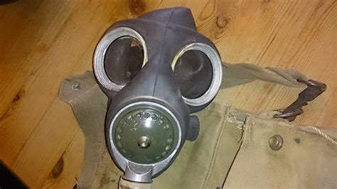 can anyone a service can anyone i d this gas mask