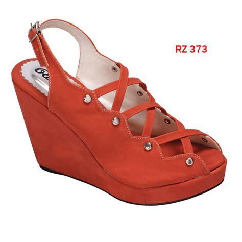 Sepatu Bata Wedges sepatu wedges sintetis sol fiber heel 11 cm merah bata gudang fashion wanita