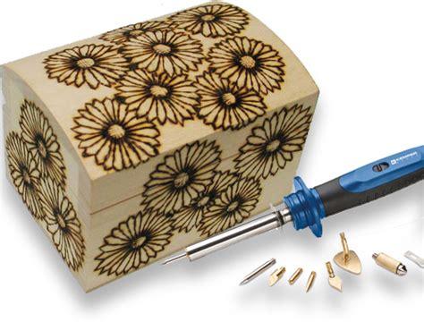 come decorare una cornice di legno fai da te decora una scatola di legno con la pirografia