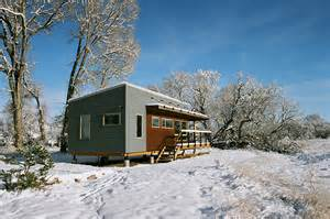 yellowstone river lodge cabins tiny house