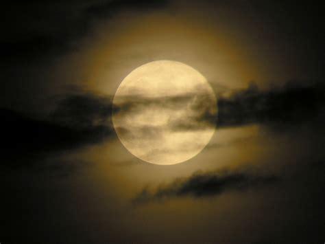 en la luna imagenes y dibujos sobre la luna