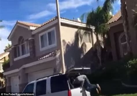 runs out front door moment vegas catches suspected thieves